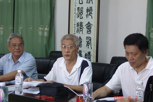 原福建省教委副主任陈孔德莅(右)临我院指导工作